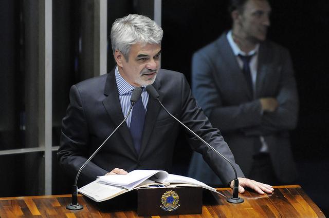Líder do PT emendou texto de lei para que não houvesse prejuízos salariais às categorias. Foto: Alessandro Dantas/ Liderança do PT no Senado