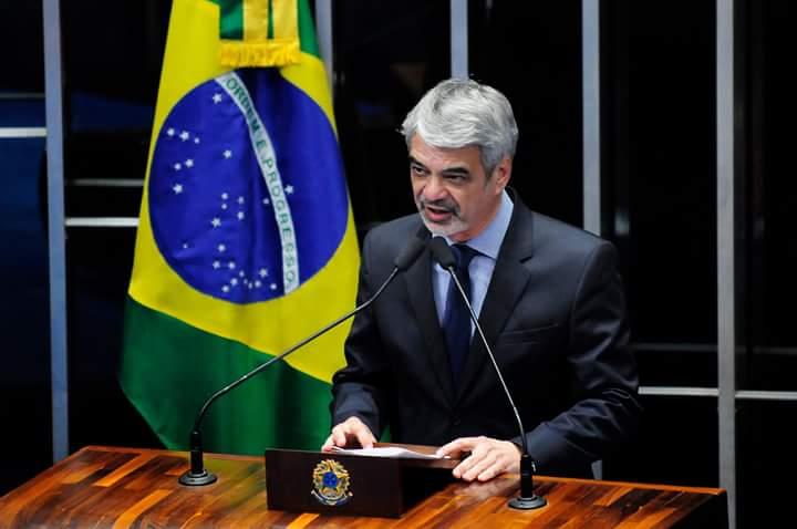 Humberto foi comunicado da escolha de Dilma pelos ministros Jaques Wagner, da Casa Civil, e Ricardo Berzoini, da Secretaria de Governo. Foto: Alessandro Dantas/ Liderança do PT no Senado