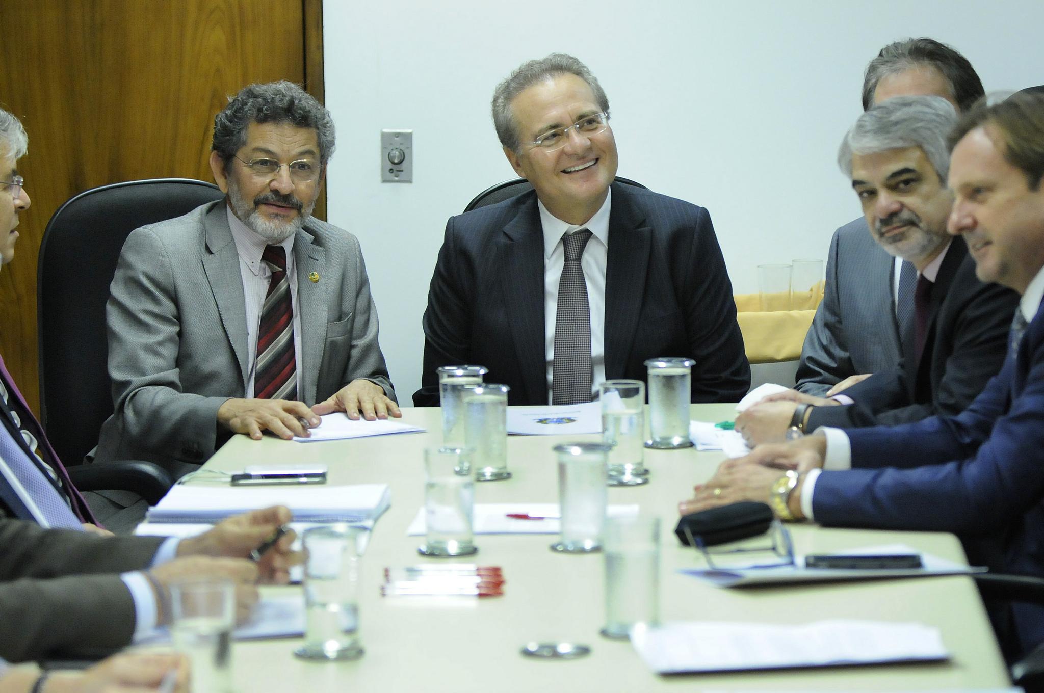 Humberto recebeu presidente do Senado para apresentar pauta da bancada do PT. Foto: Alessandro Dantas/Liderança do PT