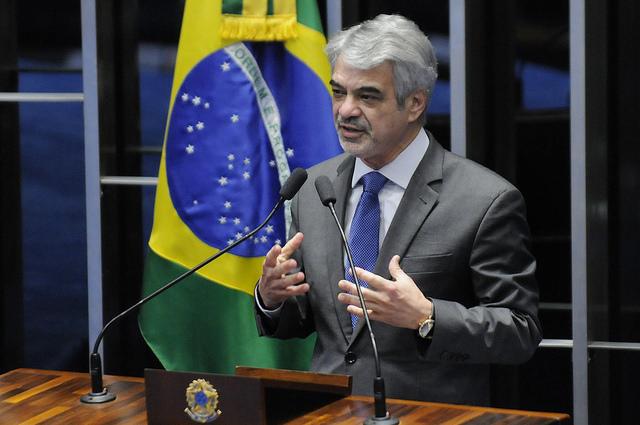 Humberto: Lula jamais faltou ao Brasil e vai ajudar a recompor base parlamentar e social. Foto: Alessandro Dantas/ Liderança do PT no Senado