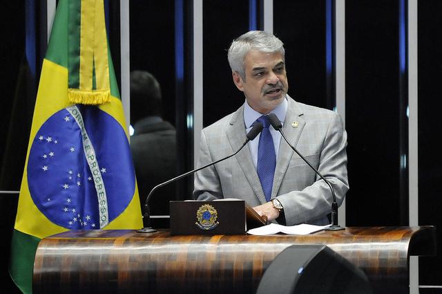 Humberto alerta que programas como Minha Casa Minha Vida e Bolsa Família seriam desmantelados. Foto: Alessandro Dantas/ Liderança do PT no Senado.
