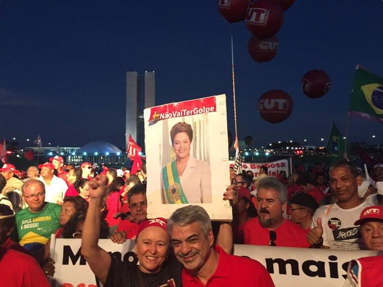 Humberto participa de ato em defesa da democracia ao lado do povo. Foto: Assessoria de Comunicação