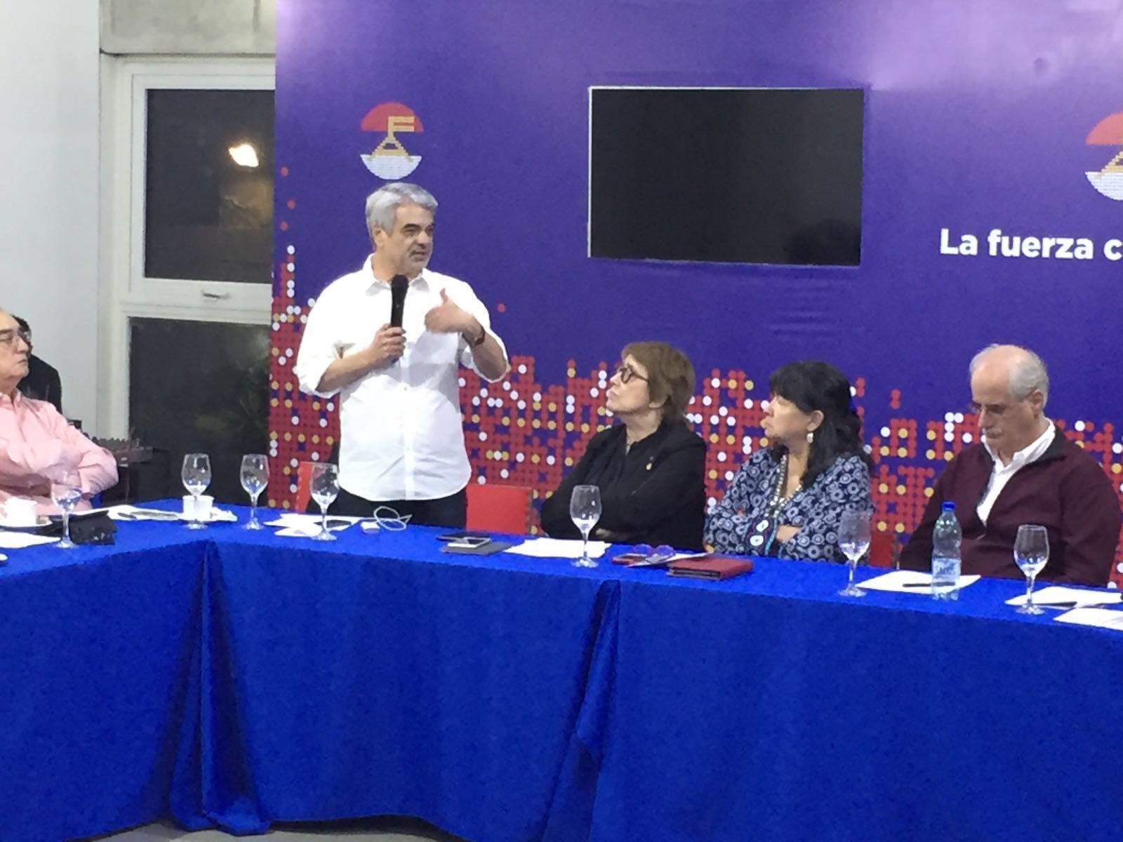 Abriremos um espaço de discussão nessa sessão plenária para colocar todo o continente a par da atual conjuntura brasileira, afirmou Humberto.