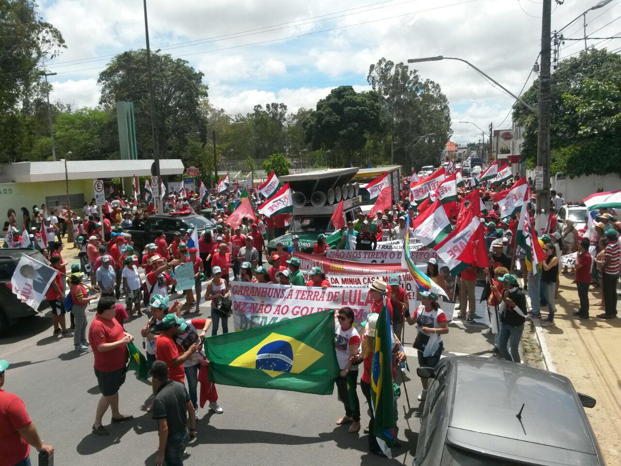 Em Garanhuns, a população lotou as ruas em defesa da democracia.