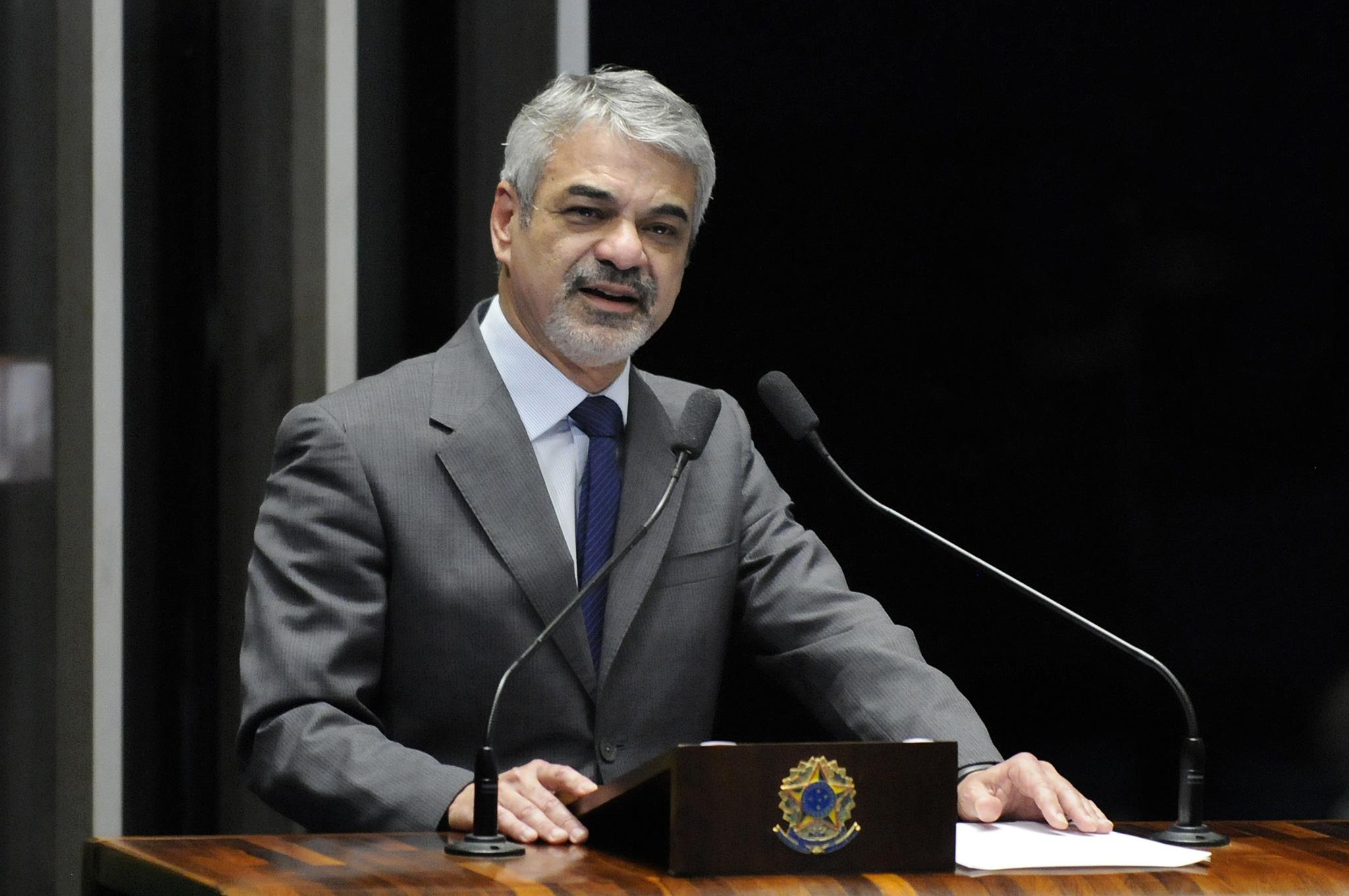 Humberto acredita que, mesmo com rompimento formal do PMDB, o Governo consegue os votos necessários. Foto: Alessandro Dantas/ Liderança do PT no Senado