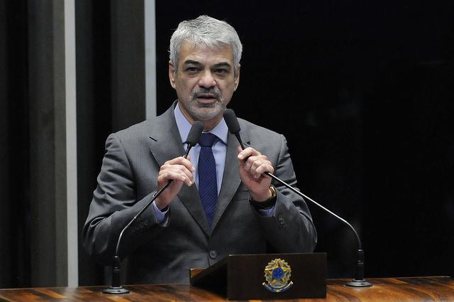 Humberto: Ações negativas do governo ilegítimo de Temer afetam imagem do Brasil lá fora. Foto: Alessandro Dantas/ Liderança do PT no Senado