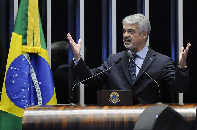 Humberto critica relatório que acata pedido de impeachment de Dilma. Foto: Alessandro Dantas/ Liderança do PT no Senado
