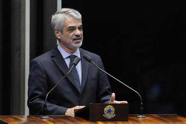 Humberto pede que Michel Temer deixe o cargo de vice-presidente da República. Foto: Alessandro Dantas/ Liderança do PT no Senado