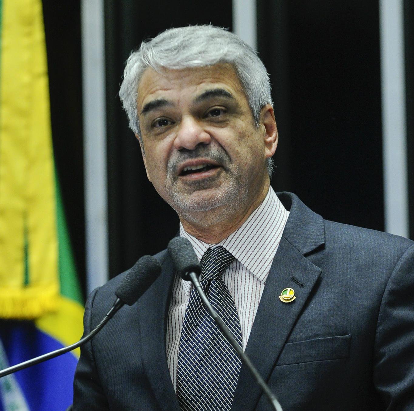 Para Humberto, Temer age como se o Senado fosse apenas um órgão homologatório do desejo dele.  Foto: Marcos Oliveira/Agência Senado