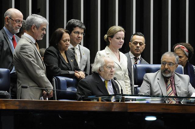 Aos senadores, Adolfo Pérez Esquivel critica golpe contra Dilma. Foto: Alessandro Dantas/ Liderança do PT no Senado