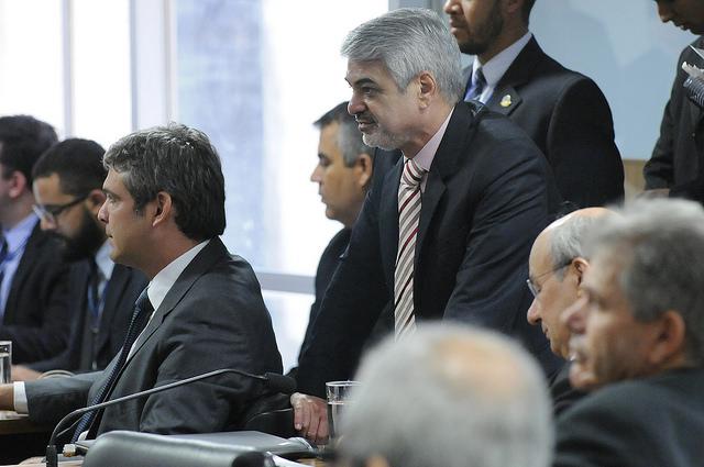 Humberto participa de sessão com juristas que criticam impeachment de Dilma. Foto: Alessandro Dantas/ Liderança do PT no Senado