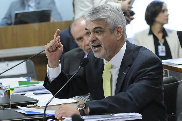 Humberto ainda lembrou que Cunha só acatou o pedido de impeachment depois que o PT não cedeu à chantagem do peemedebista no Conselho de Ética. Foto: Alessandro Dantas/ Liderança do PT no Senado