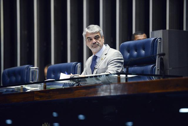 Para líder de Dilma, governo interino destrói políticas de desenvolvimento inclusivo e valorização social. Foto: Jefferson Rudy/Agência Senado