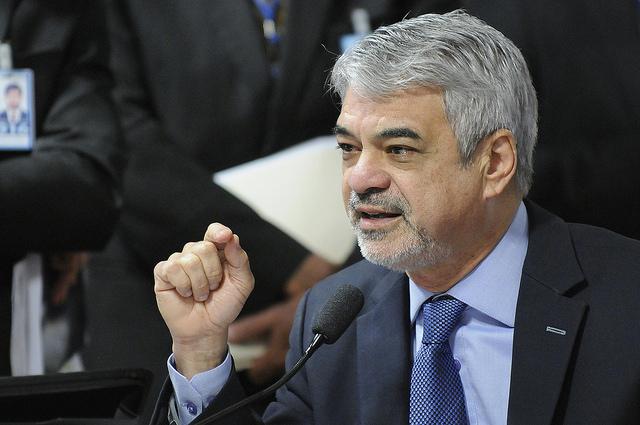 Humberto questiona tentativa de reduzir prazo de defesa da presidenta Dilma. Foto: Alessandro Dantas/ Liderança do PT