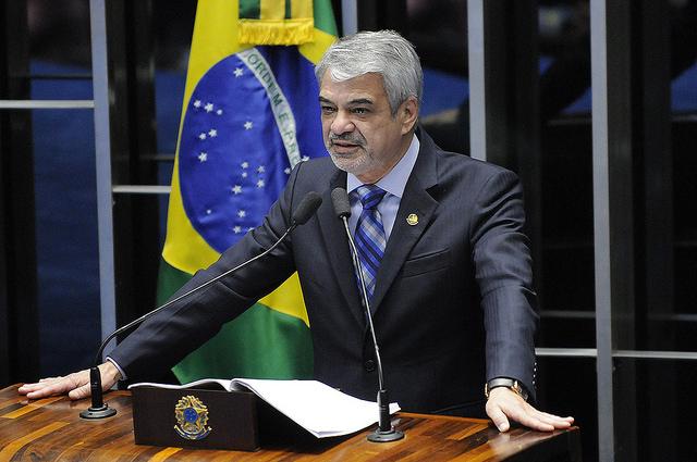Crítico da gestão interina do Itamaraty, líder de Dilma diz que José Serra apequena o Brasil. Foto: Alessandro Dantas/ Liderança do PT