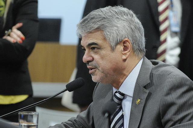 Humberto pede que seja respeitado o direito de defesa de Dilma. Foto: Alessandro Dantas/ Liderança do PT no Senado