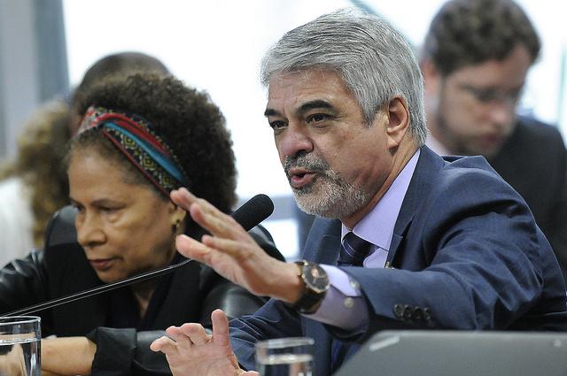 Humberto Costa denuncia que programa de cisternas está sendo interrompido. Foto: Alessandro Dantas/ Liderança do PT