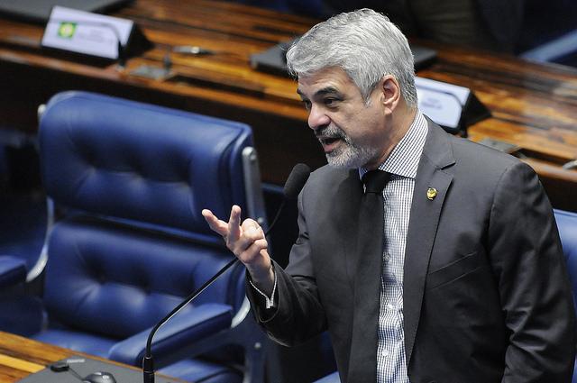 Na batalha contra o impeachment, Humberto acusa novos governistas de condenar Dilma com base numa farsa. Foto: Alessandro Dantas/ Liderança do PT