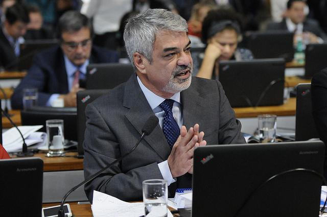 Humberto apresenta questão de ordem para que Senado ouça Temer sobre denúncias de caixa 2. Foto: Alessandro Dantas/ Liderança do PT