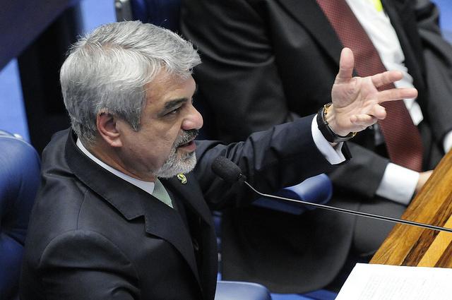 Humberto Costa afirma que suspeição de procurador mostrar que impeachment está condenado. Foto: Alessandro Dantas/ Liderança do PT