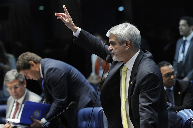 Líder do PT acredita que nova lei vai dar mais segurança aos profissionais de saúde. Foto: Alessandro Dantas/ Liderança do PT no Senado