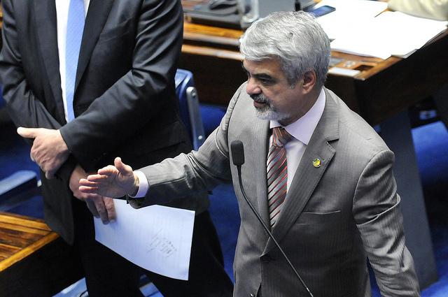 Humberto: Agora, vamos batalhar pela derrubada desses vetos aqui no Legislativo. Foto: Alessandro Dantas/Liderança do PT no Senado