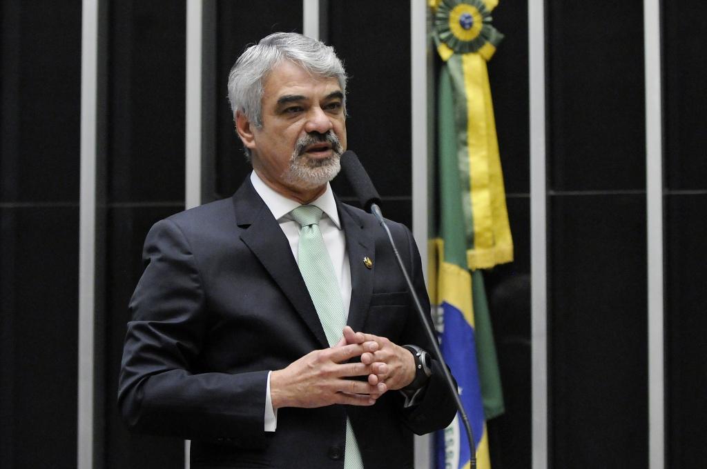 Humberto: . Vamos aguardar para que o Brasil conheça a verdade sobre impeachment. Foto: Alessandro Dantas/ Liderança do PT no Senado
