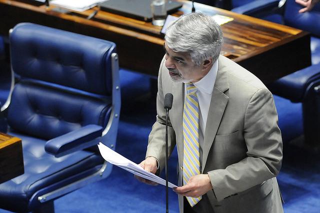 Para Humberto, acabar com os direitos dos mais desfavorecidos é o objetivo desse governo golpista. Foto: Alessandro Dantas/ Liderança do PT no Senado