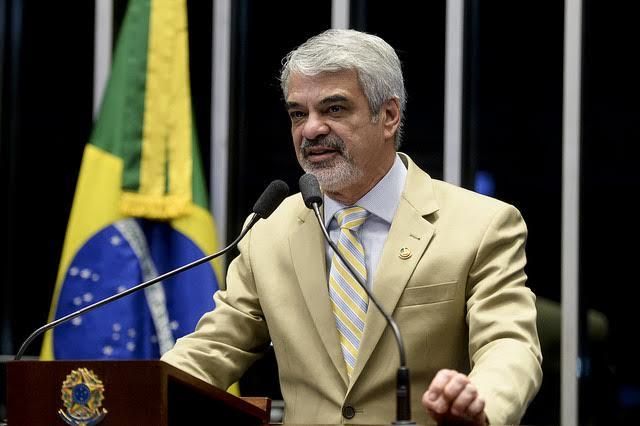 """Humberto: """"Estamos vendo o governo sendo atingido no seu coração com denúncias extremamente graves"""". Foto: Alessandro Dantas/ Liderança do PT no Senado"""