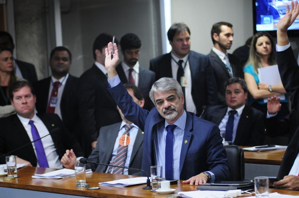 Humberto: Os mais pobres e a classe média serão duramente atingidos por essa Reforma da Previdência. Foto: Alessandro Dantas/ Liderança do PT no Senado.