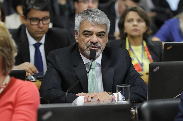 Para Humberto, a decisão da Anac é um escárnio com a sociedade brasileira, um abuso praticado contra o consumidor.  Foto: Alessandro Dantas/ Liderança do PT no Senado