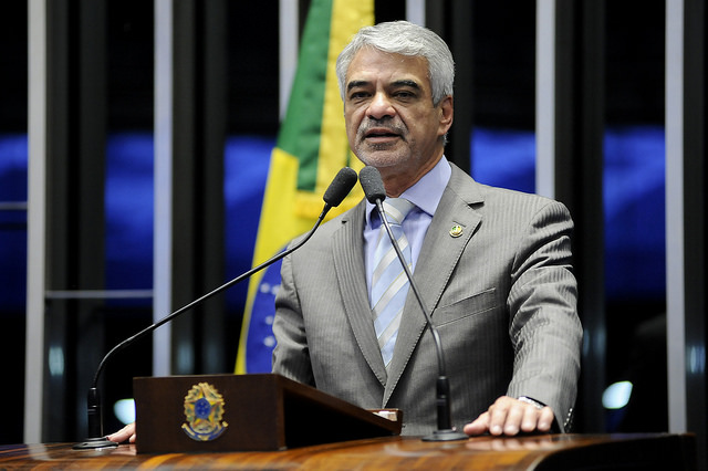 Humberto acompanha a obra da Transposição desde o seu início. No Senado, já foi relator de comissões temporárias externas passadas que acompanharam o andamento do projeto.